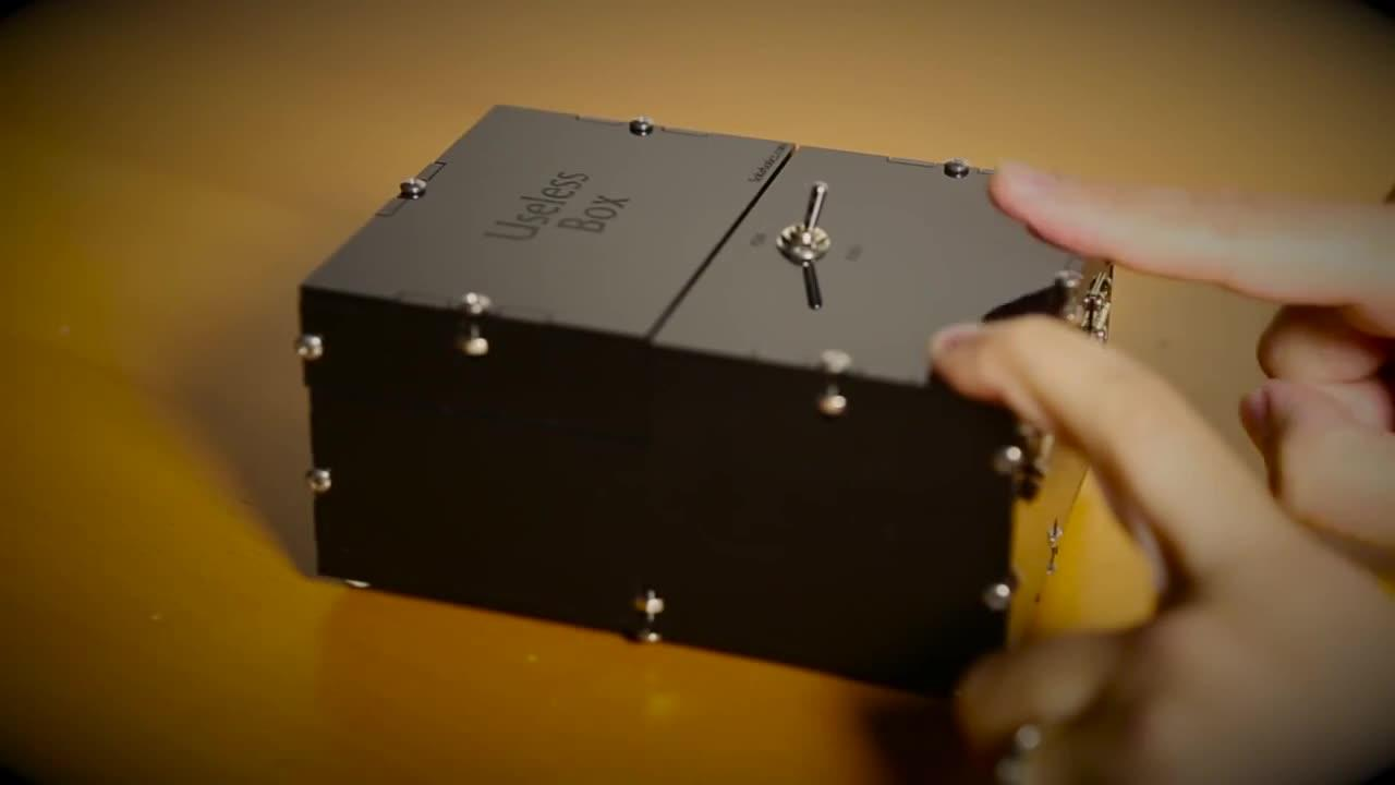 chiếc hộp vô dụng - useless box